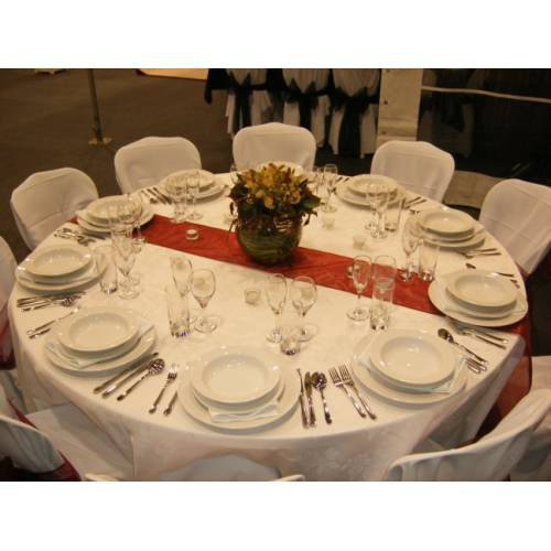 Table Setting - round table with runner
