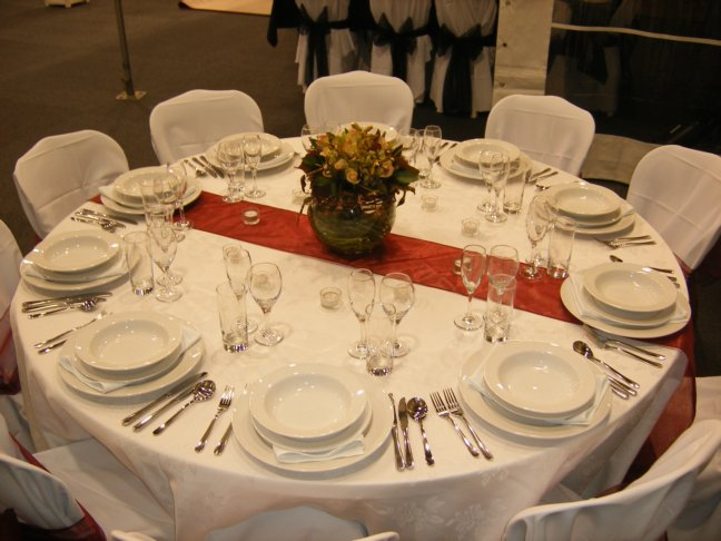 Table Setting - round table with runner | Party Hire | Weddings ...